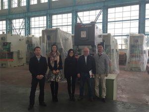 Klienci z Kolumbii kupują prasy hydrauliczne od firm Accurl