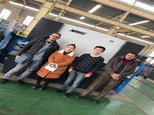 Klienci z Egiptu kupują maszyny prasy krawędziowej z firm Accurl