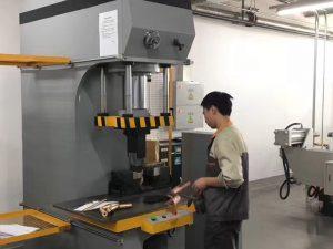 Testowanie prasy hydraulicznej w Japonii w naszej fabryce